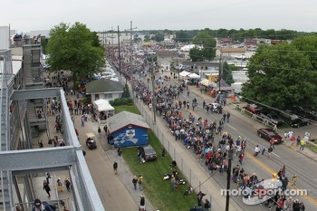 Long lines to enter the Indianapolis Motor Speedway