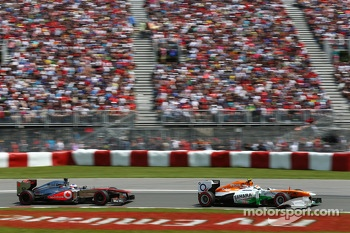 Adrian Sutil, Sahara Force India VJM06 leads Jenson Button, McLaren MP4-28