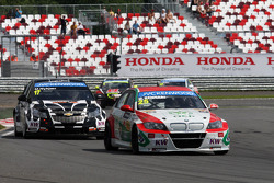 Mehdi Bennani, BMW E90 320 TC, Proteam Racing leads Michel Nykjaer, Chevrolet Cruze 1.6T, Nika Racing