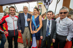 Pontlieue hairpin recreation event: Romain Dumas, Le Mans mayor Jean-Claude Boulard, Miss 24 Hours of Le Mans 2013, ACO President François Fillon and Rinaldo Capello
