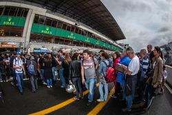 Fans line for Patrick Dempsey