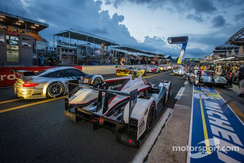 Rush hour on pitlane at the start of the session: #38 Jota Sport Zytek Z11SN Nissan: Lucas Luhr, Simon Dolan, Oliver Turvey