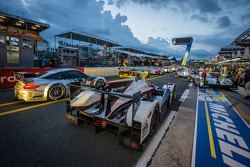 Rush hour on pitlane at the start of the session: #38 Jota Sport Zytek Z11SN Nissan: Lucas Luhr, Simon Dolan, Oliver Turvey