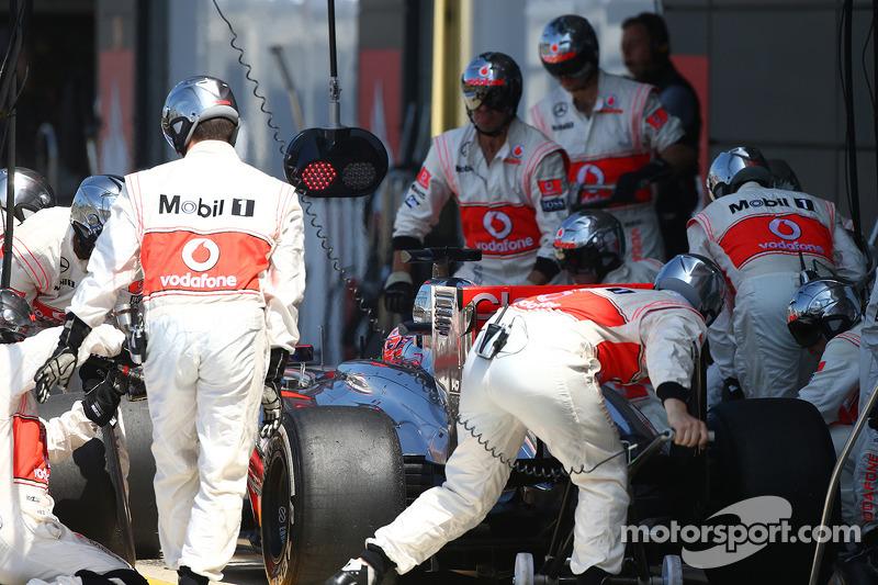 Jenson Button McLaren MP4-28 pit stop