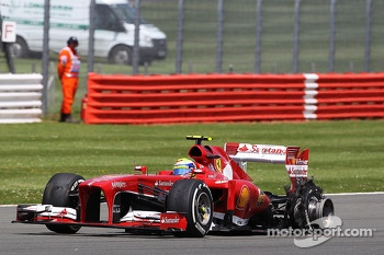 Felipe Massa Ferrari F138 returns to the pits with a punctured rear Pirelli tyre