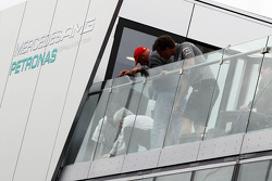 Bernie Ecclestone, CEO Formula One Group, and Niki Lauda, Mercedes Non-Executive Chairman on the Mercedes AMG F1 motorhome roof