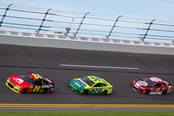 Jeff Gordon, Hendrick Motorsports Chevrolet, David Ragan, Front Row Motorsports Ford, David Reutimann, BK Racing Toyota