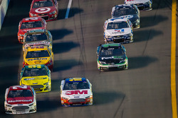 Trevor Bayne, Wood Brothers Racing Ford and Greg Biffle, Roush Fenway Racing Ford battle