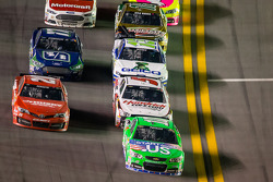 Danica Patrick, Stewart-Haas Racing Chevrolet leads a group of cars