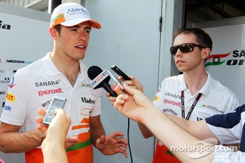 Paul di Resta, Sahara Force India F1 and Will Hings, Sahara Force India F1 Press Officer with the media
