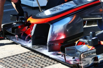 McLaren MP4-28 running flow-vis paint on the front wing