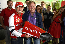 Kamui Kobayashi presents Eugene Kaserspky with a piece of his wrecked Ferrari F2