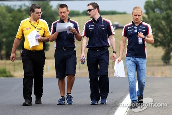 Valtteri Bottas, Williams walks the circuit