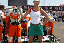 Grid girl for Paul di Resta, Sahara Force India VJM06