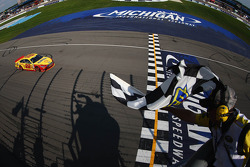 Joey Logano, Penske Racing Ford takes the win