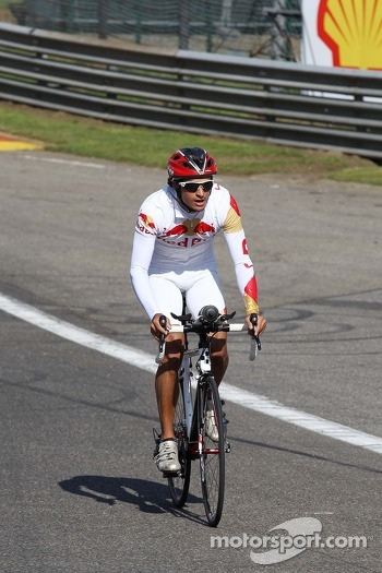 Carlos Sainz Jnr, GP3 Driver rides the circuit.
