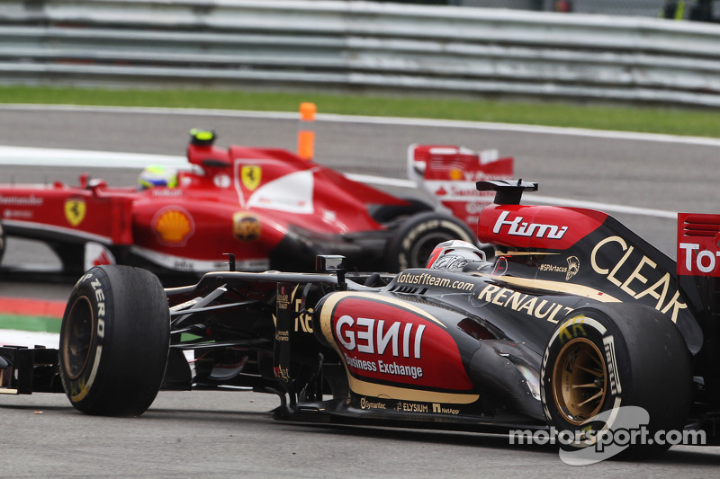 Kimi Raikkonen, Lotus F1 runs out of brakes and retires from the race after battling for position with Felipe Massa, Ferrari