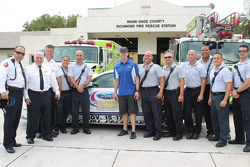 Carl Edwards visits members of the Miami-Dade Fire Department