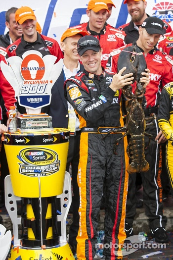 Race winner Matt Kenseth, Joe Gibbs Racing Toyota with the Loudon lobster