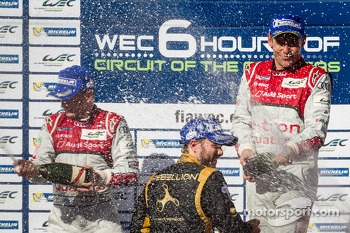 LMP1 podium: champagne for Allan McNish, Tom Kristensen and Nick Heidfeld