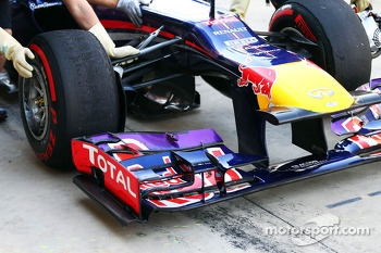 Sebastian Vettel, Red Bull Racing RB9 front wing detail
