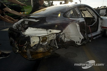 Damage to the #48 Paul Miller Racing Porsche 911 GT3 RSR: Bryce Miller, Marco Holzer