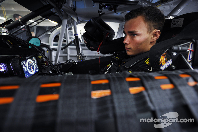 Brett Moffitt, Michael Waltrip Racing