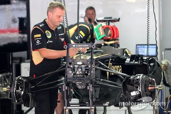 Lotus F1 Team mechanics