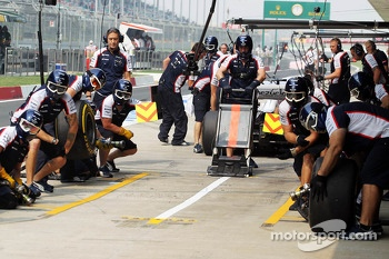 Williams practice a pit stop