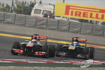 Jenson Button, McLaren MP4-28 leads Jean-Eric Vergne, Scuderia Toro Rosso STR8