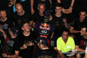 Race winner and World Champion Sebastian Vettel, Red Bull Racing celebrates with the team