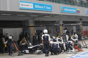 Valtteri Bottas, Williams FW35 makes a pit stop