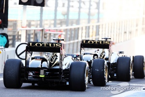 Kimi Raikkonen, Lotus F1 E21 and Romain Grosjean, Lotus F1 E21 leave the pits