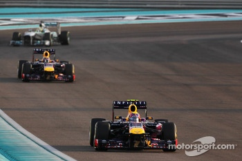 Mark Webber, Red Bull Racing RB9 leads on the formation lap