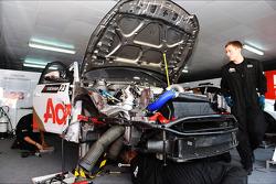 Mechanics are repairing the car of Tom Chilton, Chevrolet Cruze 1.6 T, RML