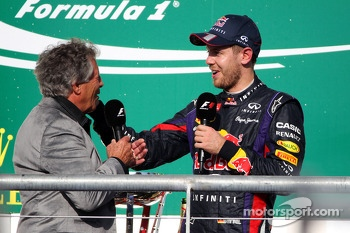 Race winner Sebastian Vettel, Red Bull Racing on the podium with Mario Andretti (USA)
