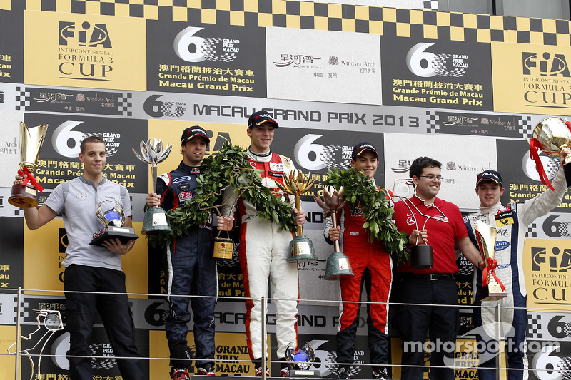 Podium: race winner Alex Lynn, second place Antonio Felix da Costa, third place Pipo Derani