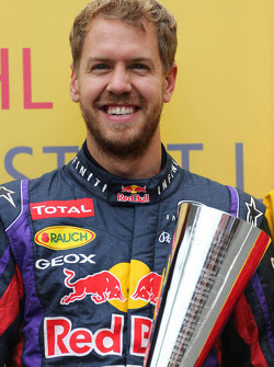 Sebastian Vettel, Red Bull Racing receives the DHL fastest lap award