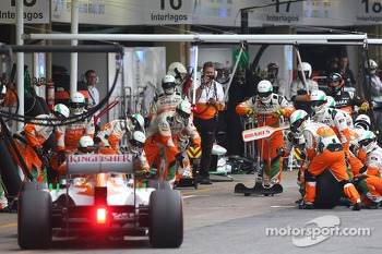 Adrian Sutil, Sahara Force India VJM06 pit stop