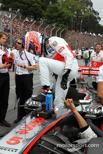 Jenson Button, McLaren MP4-28 on the grid