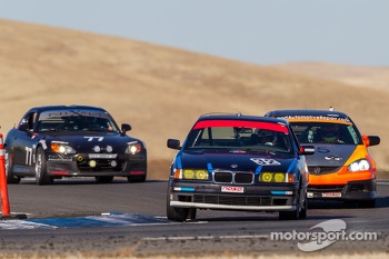 #32 F7 Fresch Motorsport BMW 325 is: Jarett Freeman, Thomas Lepper, Carl Young