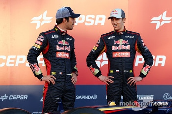 (L to R): Jean-Eric Vergne, Scuderia Toro Rosso with team mate Daniil Kvyat, Scuderia Toro Rosso at the unveiling of the Scuderia Toro Rosso STR9