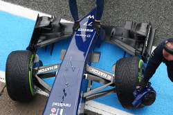 Williams FW36 front wing, nosecone and front suspension detail