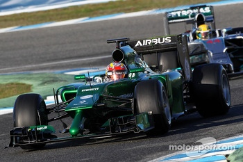 Robin Frijns, Caterham CT05 Test and Reserve Driver leads Lewis Hamilton, Mercedes AMG F1 W05