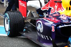 Daniel Ricciardo, Red Bull Racing RB10 rear suspension detail