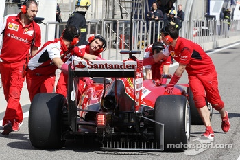 Fernando Alonso, Ferrari F14-T pushed back in the pits, running sensor equipment on the rear diffuser