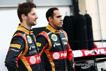 (L to R): Romain Grosjean, Lotus F1 Team with team mate Pastor Maldonado, Lotus F1 Team Lotus as the F1 E22 is officially unveiled