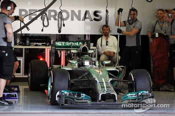 Nico Rosberg, Mercedes AMG F1 W05 leaves the pits