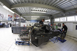 onroak-automotive-engineers-work-on-the-ligier-js-p2-2
