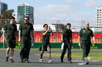 Kamui Kobayashi, Caterham walks the circuit